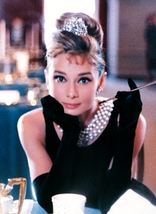 audrey-hepburn-breakfast-at-tiffanys-costume-wallpaper-2
